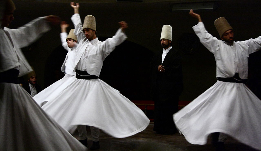 1280px-Dervishes_Avanos_Schorle_CC BY SA 30