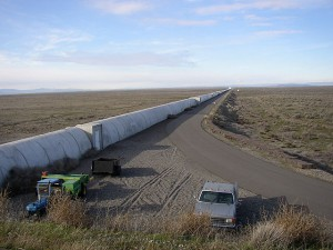 640px-Northern_leg_of_LIGO_interferometer_on_Hanford_Reservation
