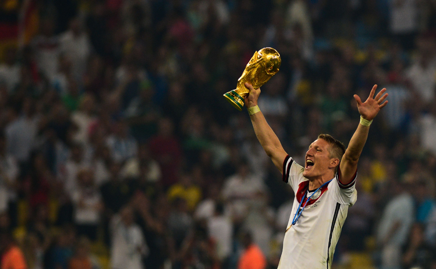 Bastian_Schweinsteiger_celebrates_at_the_2014_FIFA_World_Cup_Marcello Casal Jr:Agência Brasil_CC_BY_30