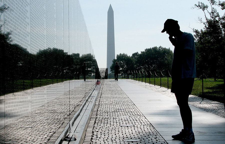 Vietnam Veterans with Washington Monument_Hu Totya_